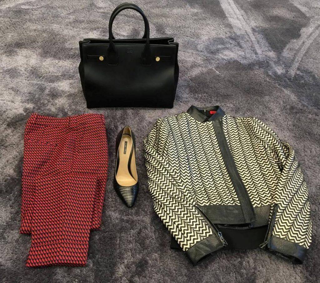 Jachetă din piele, Emporio Armani, 6999,99 lei; Pantaloni, Hugo Boss, 1099,99 lei; Pantofi, Emporio Armani, 1999,99 lei; Geantă, Hugo Boss, 2649,99 lei